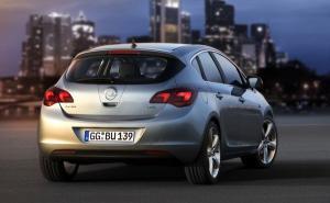 Opel-Astra-Berline-Compacte-Copyright-Opel-4_300_185